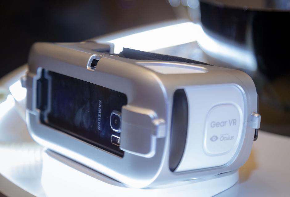 El nuevo Samsung Gear VR es capaz de brindar una experiencia virtual 3D fuera de lo común. (Foto: Eddie Lara /Soy502)