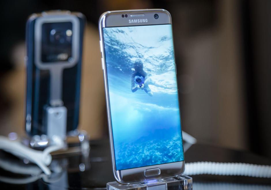 Así luce el nuevo Samsung S7, más delgado y con más capacidades. (Foto: Eddie Lara /Soy502)