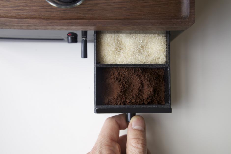 Viene con un compartimiento para el azúcar y el café. (Foto: joshrenoufdesign.com)