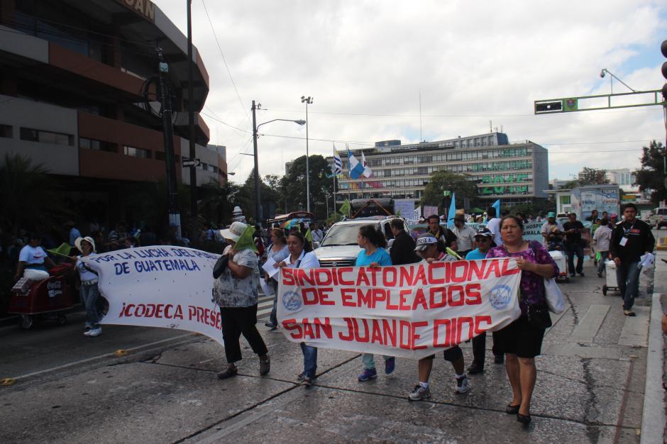 La marcha pacífica salió de la Plaza Italia con rumbo al centro de la ciudad para llegar al Congreso, la Corte de Constitucionalidad y finalizar en el Palacio Nacional. (Foto: Alejandro Balan/Soy502)