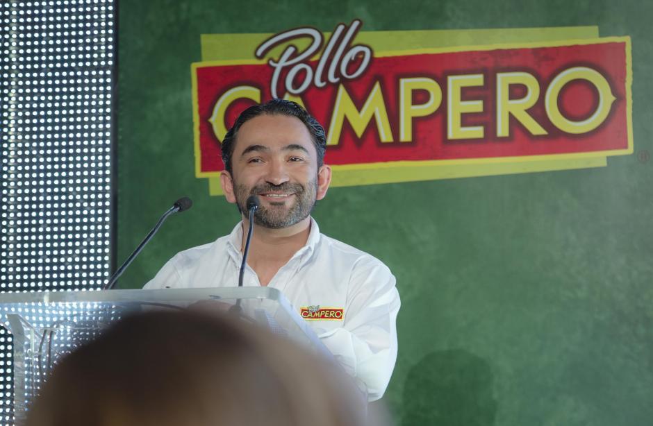 Rodrigo Del Cid, gerente de mercadeo de Pollo Campero, liderando la conferencia de prensa. (Foto: George Rojas/Soy502)