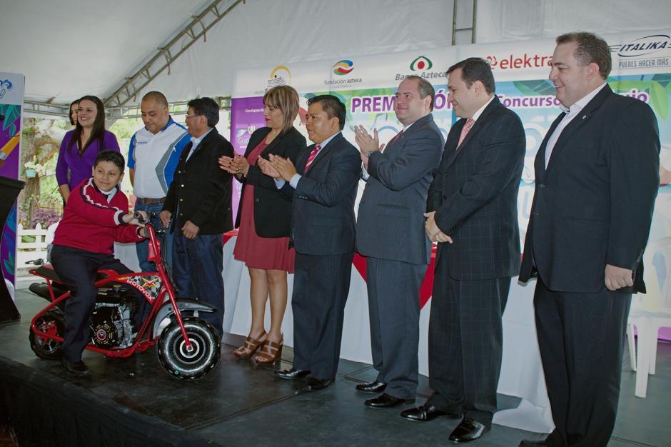 Representantes de la Fundación Azteca y de la iniciativa privada y estatal presenciaron el evento. (Foto: Soy502)