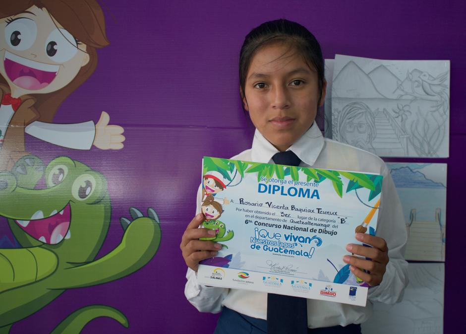 Rosario Baquiax, una de las niñas ganadoras del Concurso Nacional de Dibujo. (Foto: Soy502)