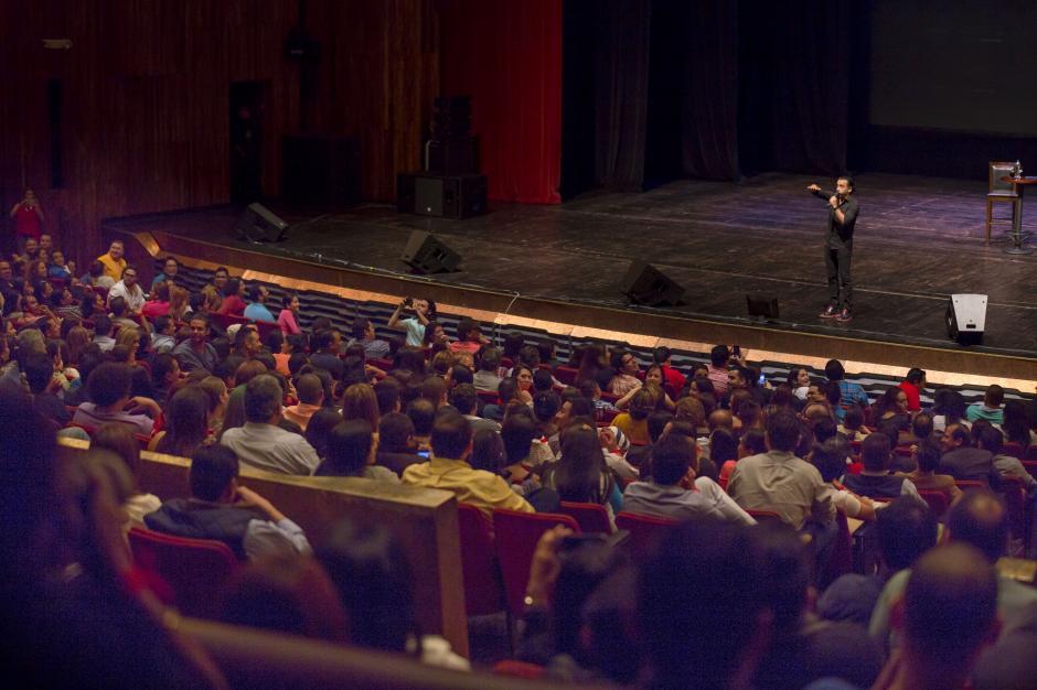 Como un gran comediante, interactuó varias veces con el público.(Foto: George Rojas/Soy502)