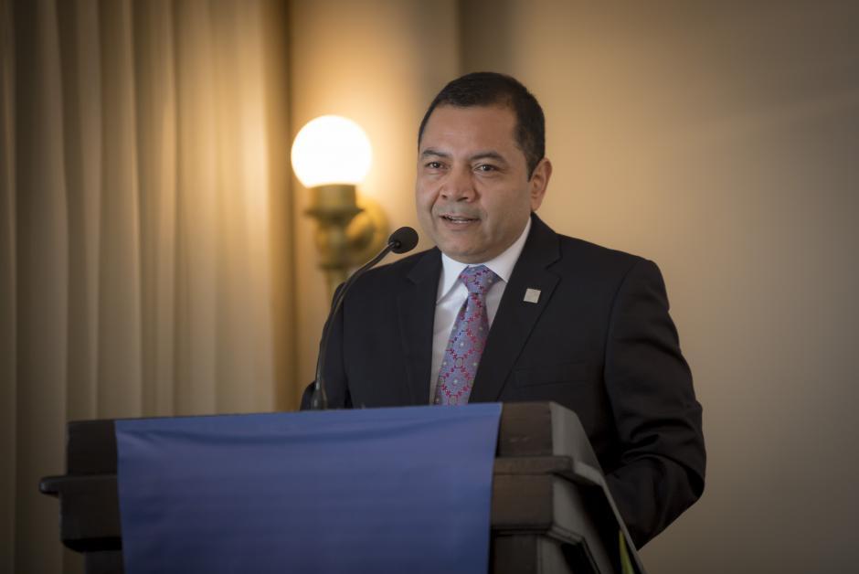 Alejandro Estrada, gerente general de Hilton Garden Inn Guatemala City, durante la conferencia de prensa.(Foto: George Rojas/Soy502)
