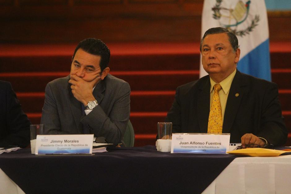 Jimmy Morales se mostró cansado en la reunión con el Vicepresidente Soria. (Foto: Alexis Batres/Soy502)