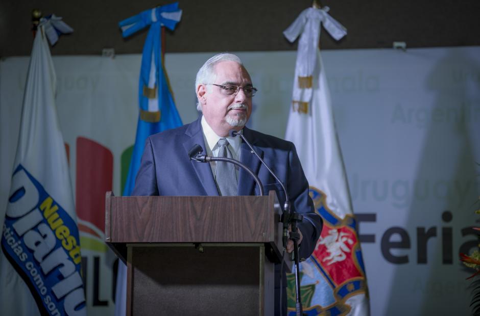 Rodrigo Castillo Del Carmen, director editorial de Nuestro Diario, dando las palabras de bienvenida a los asistentes.(Foto: George Rojas/Soy502)