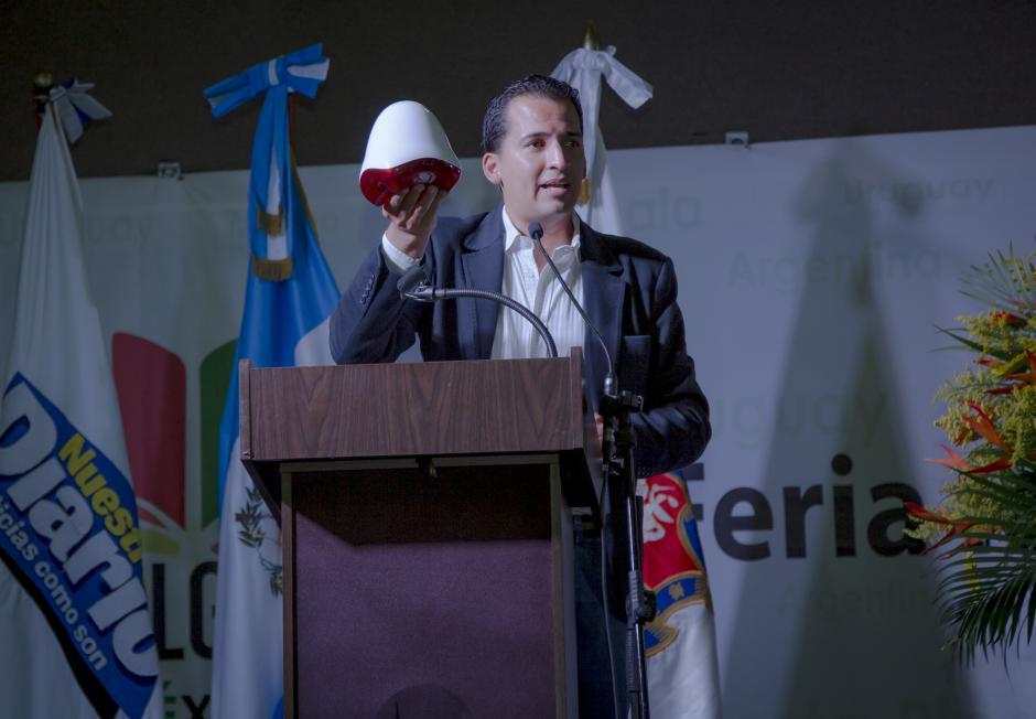 Durante el evento también se presentó Mission Endless, un sistema de computadora que contiene aplicaciones educativas que funcionan sin necesidad de conexión a internet.(Foto: George Rojas/Soy502)