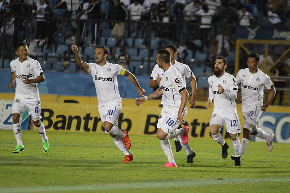 José Manuel Contreras abrió el marcador ante Petapa, con un golazo de tiro libre. Hizo su gol número 50 con los Cremas. (Foto: José Dávila/Soy502)