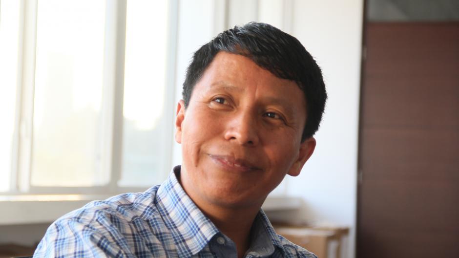 Israel Quic es el director del proyecto Misión Posible en Guatemala y su experiencia trabajando con este sistema ha sido el gancho para que otros maestros decidan probarlo y aplicarlo en las escuelas rurales.(Foto: Nimsi Rosales/Soy502)