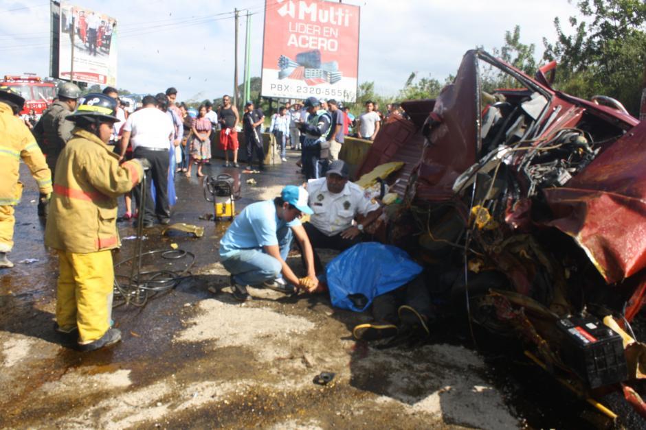 Dos hombres fallecieron y al menos cinco resultaron heridos. (Foto: Bomberos Voluntarios)