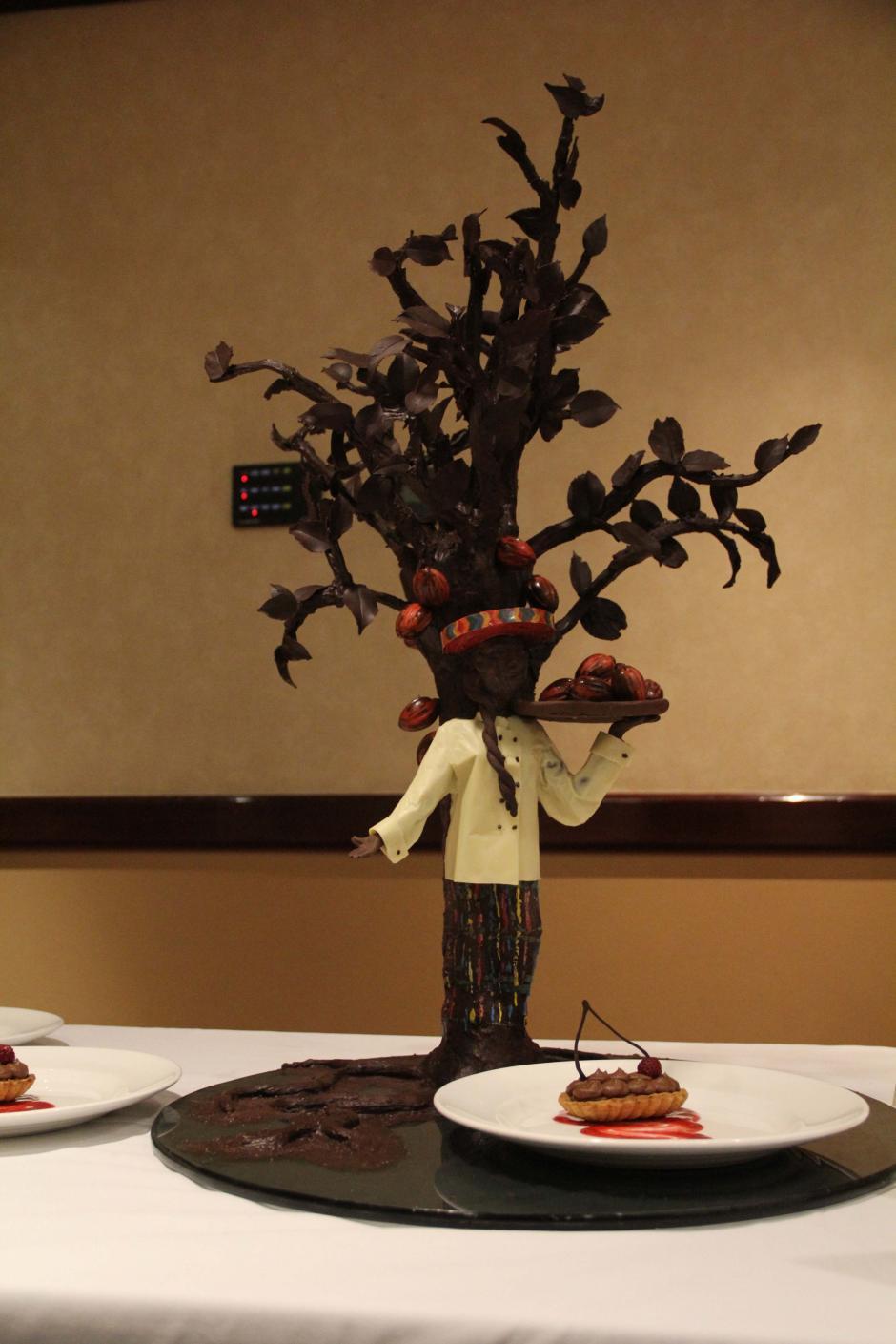 Los motivos culturales predominaron en los diseños de las esculturas de chocolate. (Foto: Alexis Batres/Soy502)