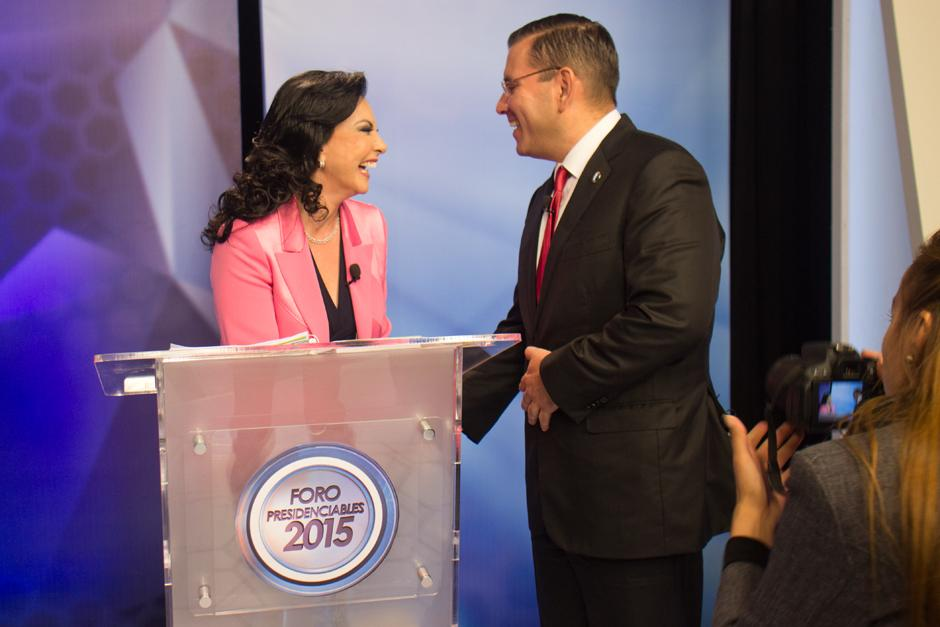 Zury Ríos y Baldizón se ríen juntos a pesar de que esta semana la candidata hiciera un spot burlándose de dicho candidato. (Foto: Alejandro Balan/Soy502)