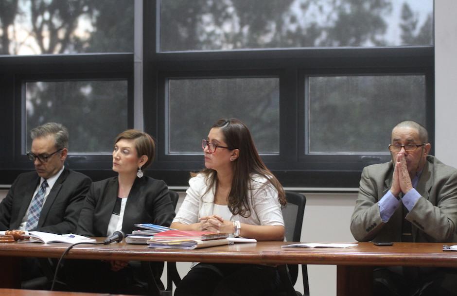 Los miembros del Tribunal de Honor de la CDAG en la audiencia entre futbolistas dopados y federativos. (Foto: Luis Barrios/Soy502)