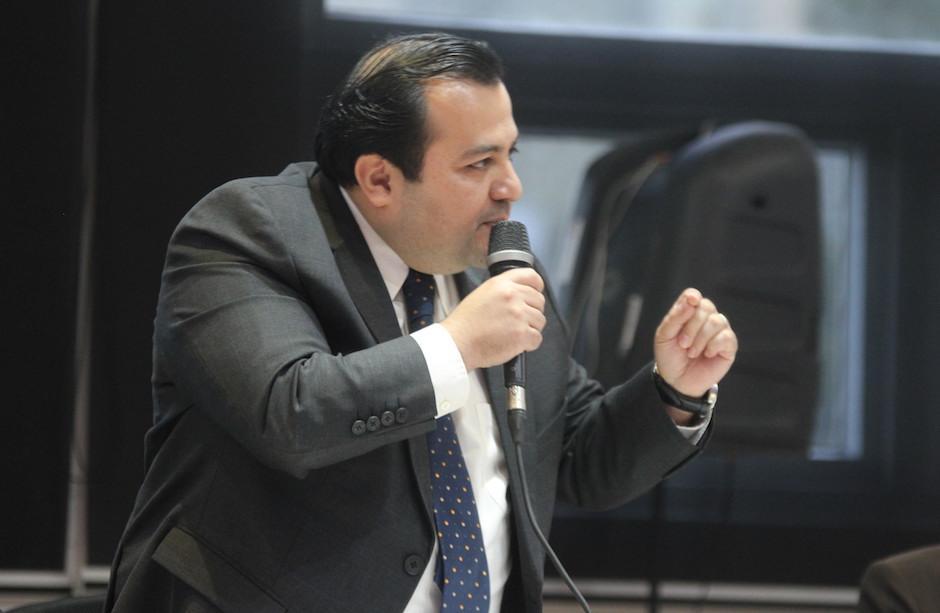 Stuardo Ralón, dirigente de la Fedefutbol, luce molesto debido a lo largo del proceso. (Foto: Luis Barrios/Soy502)