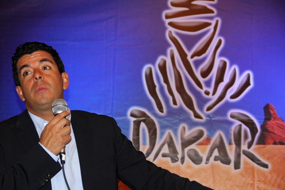 El piloto nacional Francisco Arredondo presentó en conferencia de prensa los detalles de su nueva incursión en el Rally Dakar 2014. (Luis Barrios/Soy502)