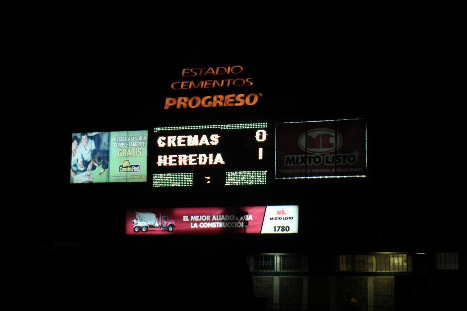 Heredia, que llegó con ventaja de 2-0 al partido de vuelta de la final, amplió el marcador 3-0, lo que parecía un triunfo contundente y su primer título, pero los Cremas empataron el marcador global. (Foto: José Dávila/Soy502)