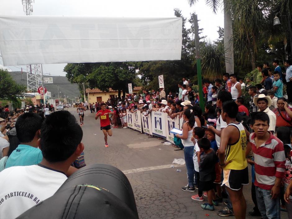 La carrera inició a las 14:00 horas y la realizó el colegio por su cuarto aniversario. (Foto: Colegio Bautista)