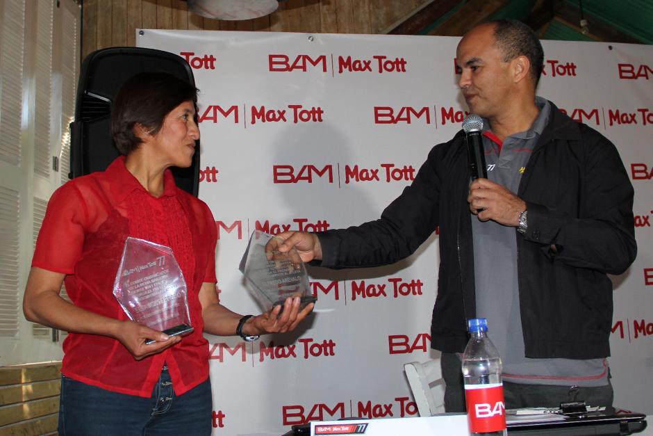 Elsa Monterroso, Carlos Tott, presentan el Medio Maratón Max Tott