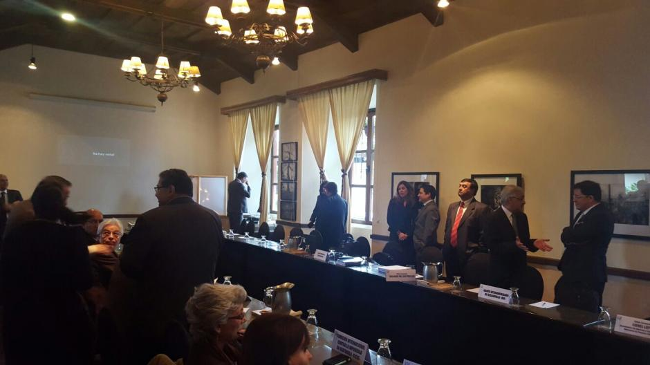 Entre los participantes, diputados, autoridades ministeriales sociedad civil y banca multilateral. (Foto: Minfin)