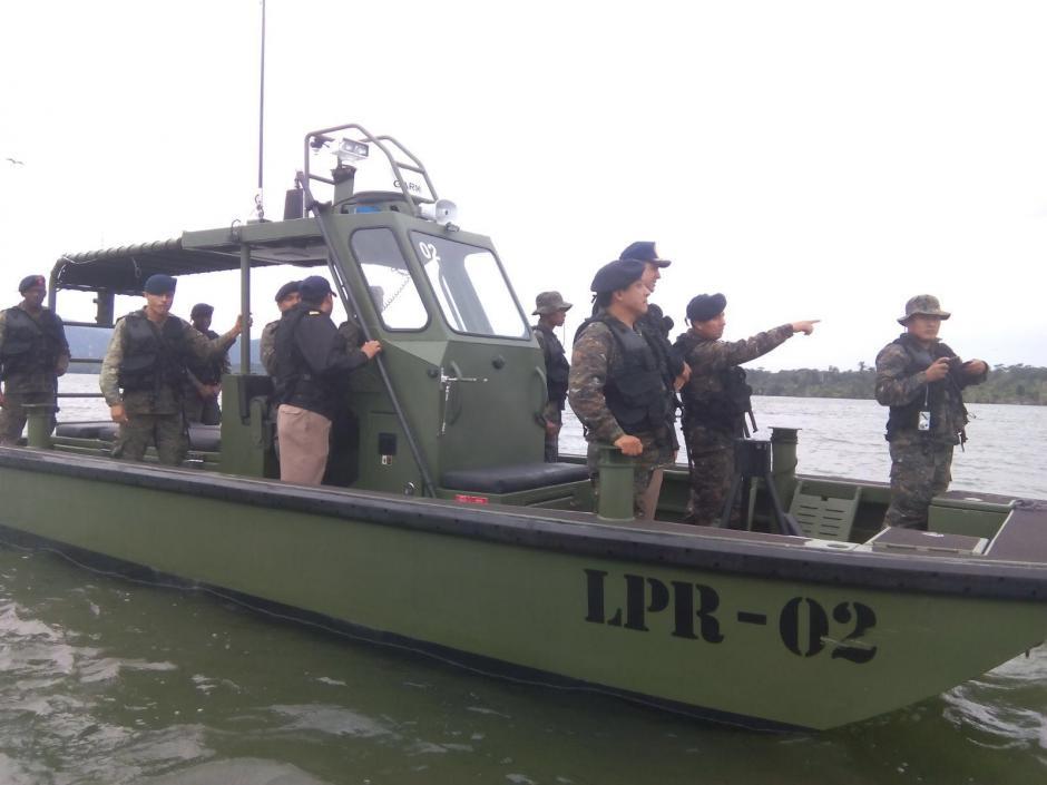 Las autoridades guatemaltecas estaban preparadas para recibir a las embarcaciones que pretendían izar la bandera de Belice en el islote. (Foto: Minex)