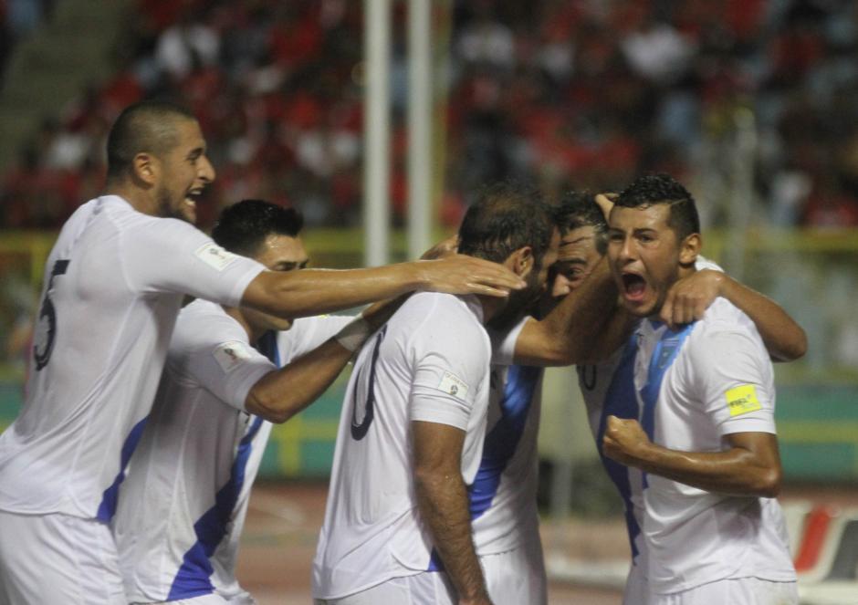 El equipo Nacional celebró la anotación de Ruiz. (Foto: Luis Barrios/Soy502)