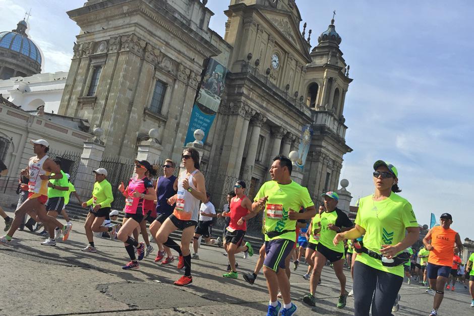 La Catedral Metropolitana como fondo de una de las postales de la 21K de la Ciudad de Guatemala