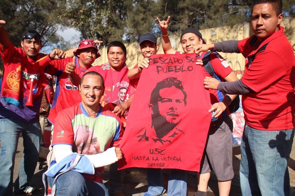 Desde tempranas horas los aficionados que querían ver a Carlos Ruiz de nuevo con Municipal llegaron al estadio Manuel Felipe Carrera