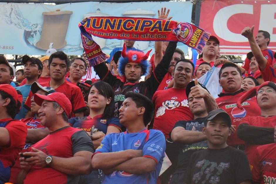 Los seguidores rojos abarrotaron el estadio Manuel Felipe Carrera