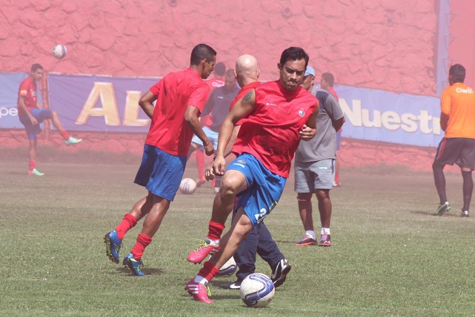 Ruiz fue ovacionado cada vez que tocaba el balón desde la etapa de calentamiento previa al juego. (Foto: José Dávila/Soy502)