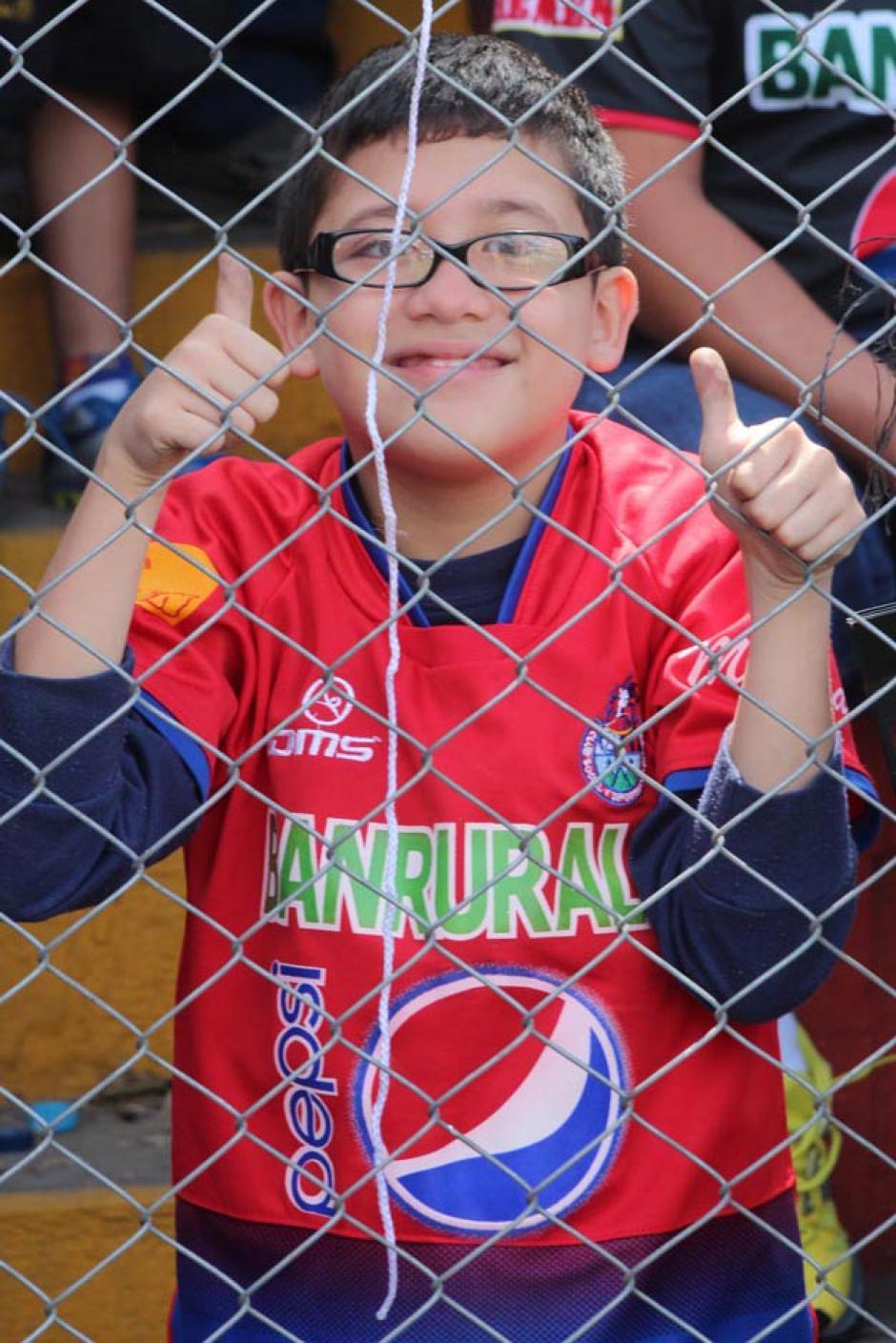 Hasta los más pequeños llegaron al estadio con la ilusión de ver jugar a Ruiz.