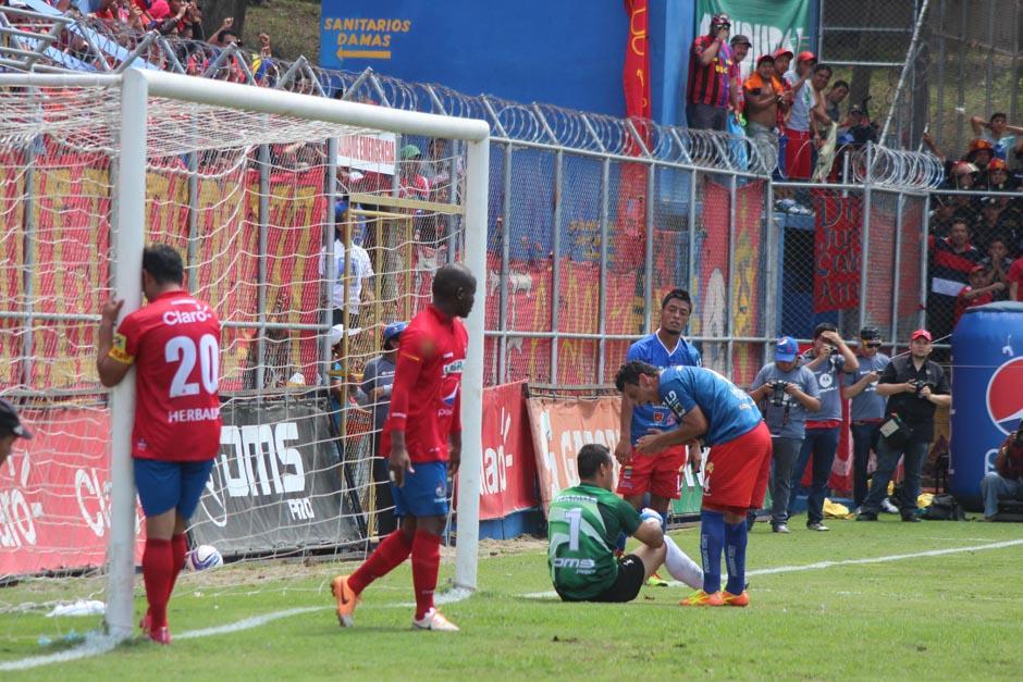 Ruiz se lamenta tras una jugada provocada por Edoardo Issella que fue salvada por la defensa de Halcones. (Foto: José Dávila/Soy502)