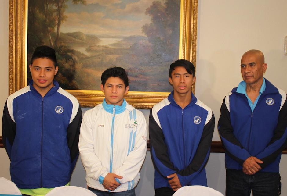 Jorge Vega y los seleccionados guatemaltecos de gimnasia se preparan para el Centroamericano que se disputará en Guatemala. (Foto: Luis Barrios/Soy502)