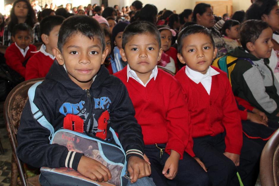 Los niños de preprimaria de la Escuela Tipo Federación Jose Joaquín Palma, en el inicio del ciclo escolar 2014. (Luis Barrios/Soy502)