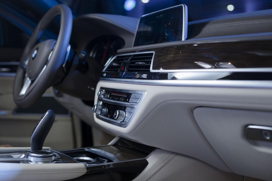 Un tablero elegante y sofisticado, que ofrece múltiples funciones para brindarle una mejor experiencia al conductor. (Foto: George Rojas /Soy502)