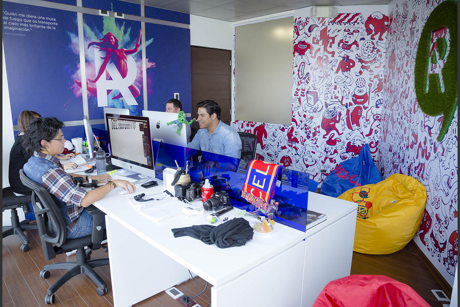 El ambiente de los diseñadores está diseñado para que puedan dar lo mejor de sí. (Foto: George Rojas/ Soy502)