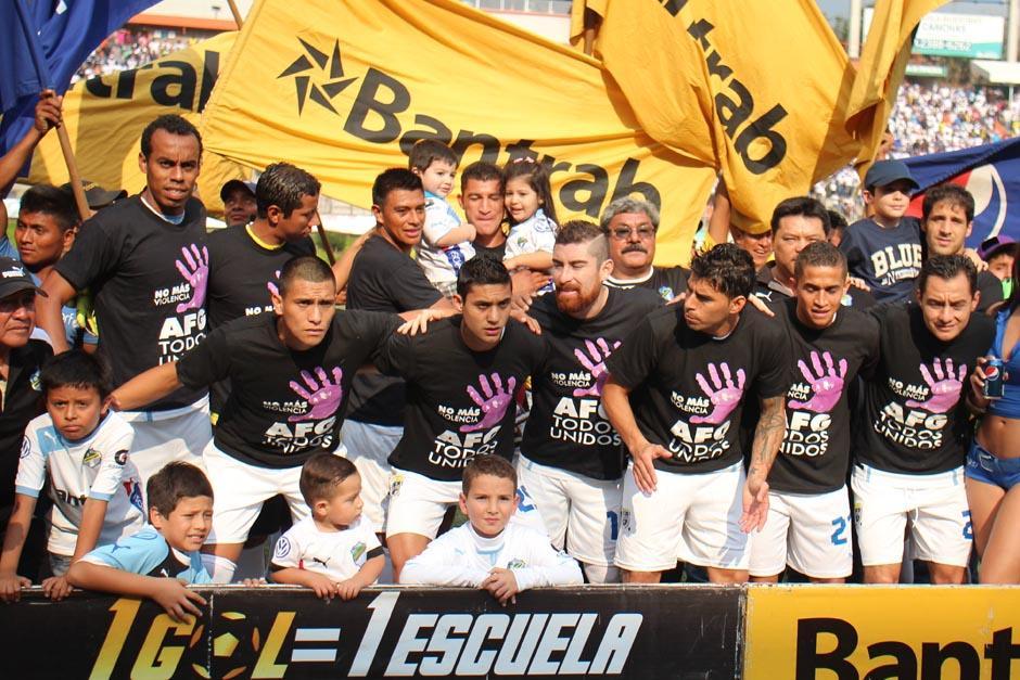 En cuadro de Comunicaciones que arrancó el Clásico 277.(Foto: José Dávila/ Soy502)