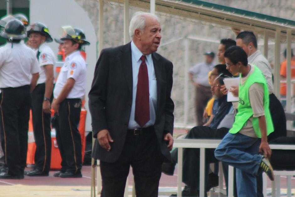 Aníbal Ruiz, técnico de los rojos, se estrenó en un Clásico entre Cremas y Rojos. (Foto: José Dávila/ Soy502)