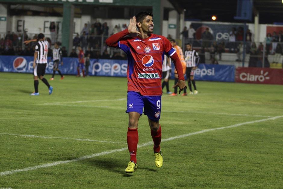 Los goles de Israel Silva tienen a Xelajú MC en la cima de la Liga y ahora los quetzaltecos deberán enfrentarse a Universidad en un duelo directo por el liderato