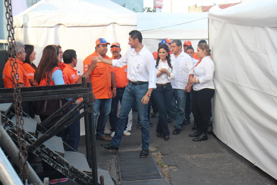 El alcalde de Mixco Otto Pérez Leal, junto a su pareja sentimental Stella Alonzo, en el cierre de campaña del pasado domingo. (Foto: Alejandro Balán/Soy502)
