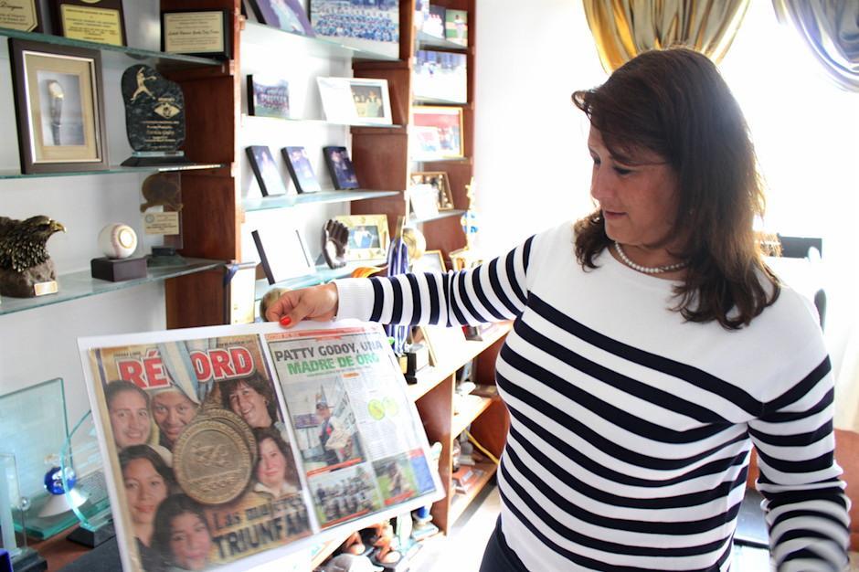 El estudio de su casa se convirtió en el Salón de la Fama de la familia Dieguez Godoy. (Foto: Luis Barrios/Soy502)