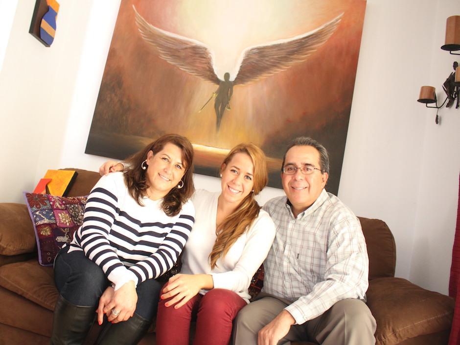Ptracia Godoy junto a su hija Jimena y su esposo Fernando Dieguez. (Foto: Luis Barrios/Soy502)
