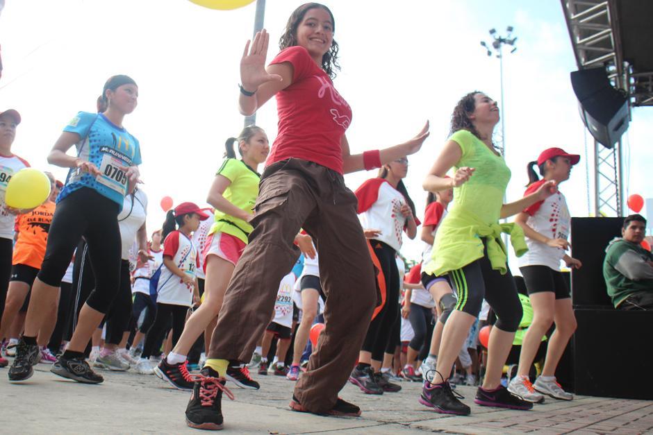 """Los corredores se disfrutaron la sesión de """"zumba"""" de principio a fin. (Foto: José Dávila/Soy502)"""