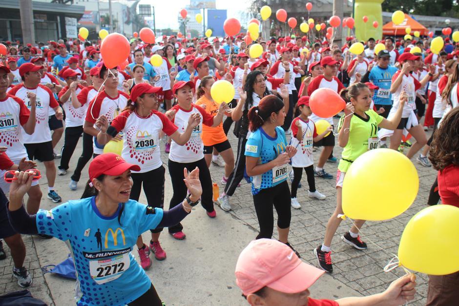 Globos, música y deporte formaron parte de esta actividad familiar. (Foto: José Dávila/Soy502)