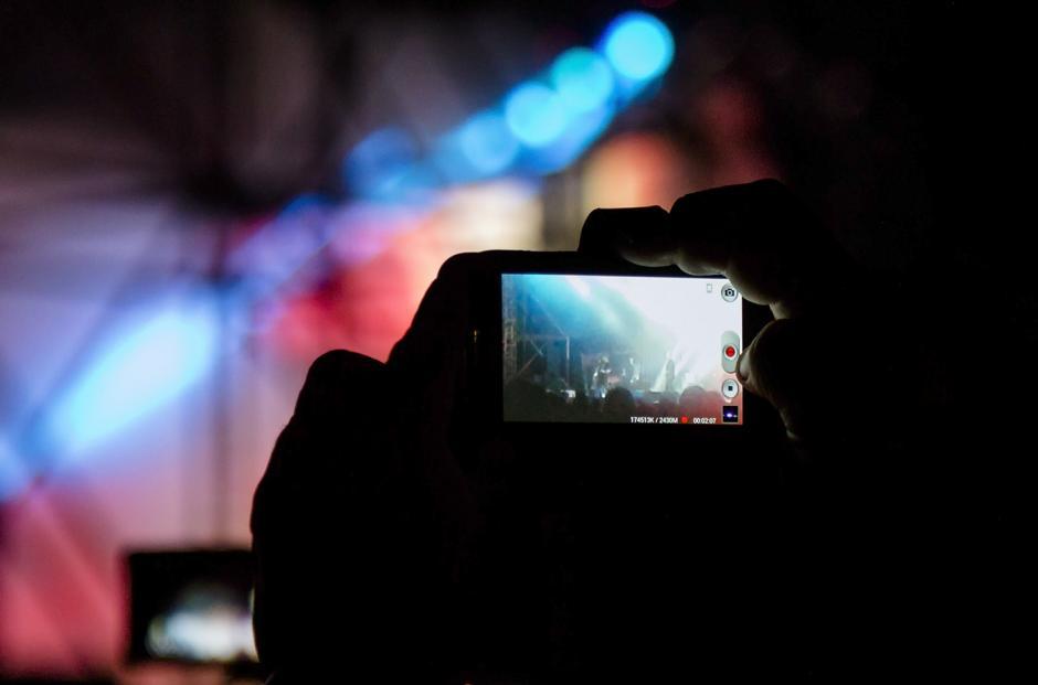 El público captó todo lo que pudo con móviles. (Foto: Eddie Lara/Soy502)