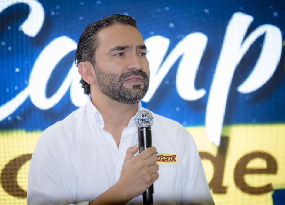 Rodrigo del Cid, gerente de mercadeo de Pollo Campero, anuncia el show de luces para el domingo 11 de diciembre. (Foto: George Rojas /Soy502)