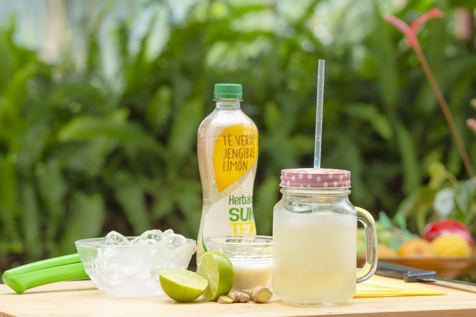 El Té verde de jengibre y limón te permite hacer este delicioso y fácil smoothie. (Foto: George Rojas/Soy502)