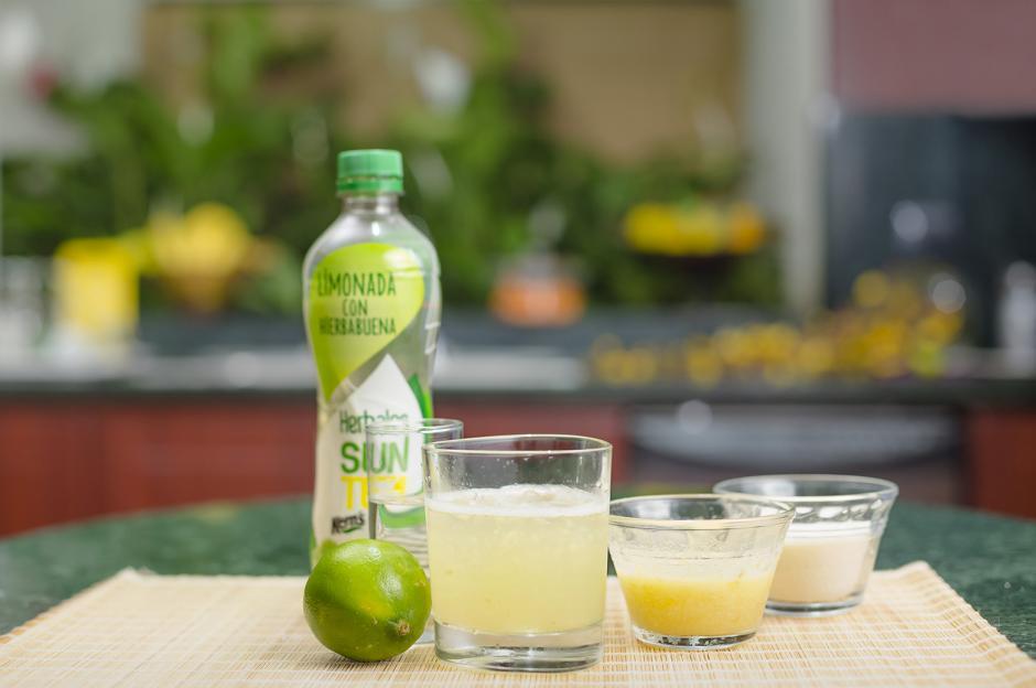 Para los más atrevidos: vodka con limonada de hierbabuena y piña. (Foto: George Rojas/Soy502)