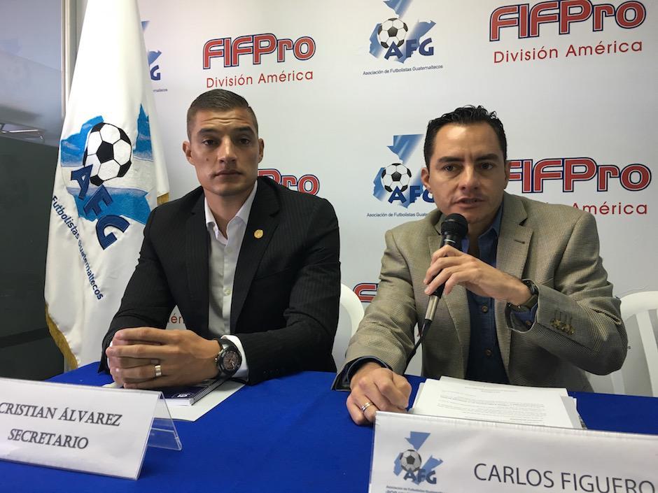Carlos Figueroa y Cristian Álvarez de la AFG invitan a los asociados a aplicar a un programa en el Instituto Cruyff. (Foto: Luis Barrios/Soy502)