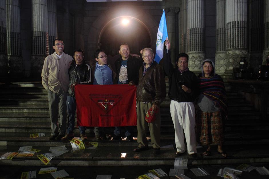 Guatemaltecos reciben con alegría la noticia de la renuncia del presidente Otto Pérez Molina. (Foto: Alejandro Balan/ Soy502)